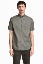 Shirt Regular fit - Khaki green - Men | H&M CN 1