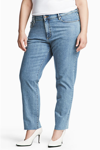 H&M+ Relaxed Skinny Jeans Model