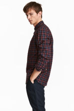 Poplin shirt Regular fit - Burgundy/Checked - Men | H&M 1