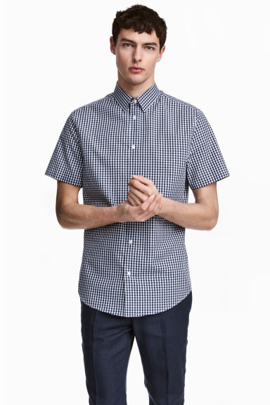 Short-sleeved Easy-iron shirt - Dark blue/Checked - Men | H&M