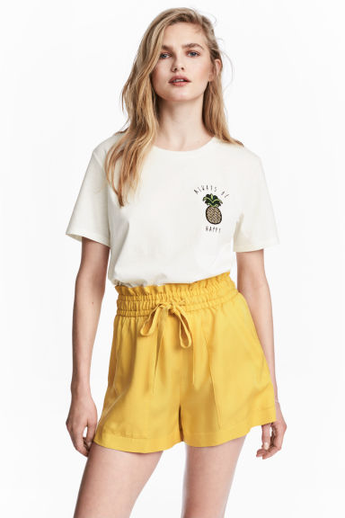 Lyocell shorts - Yellow - Ladies | H&M 1