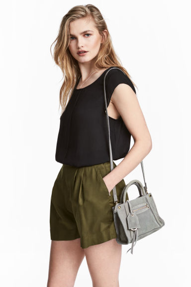 Wide shorts - Khaki green - Ladies | H&M GB 1