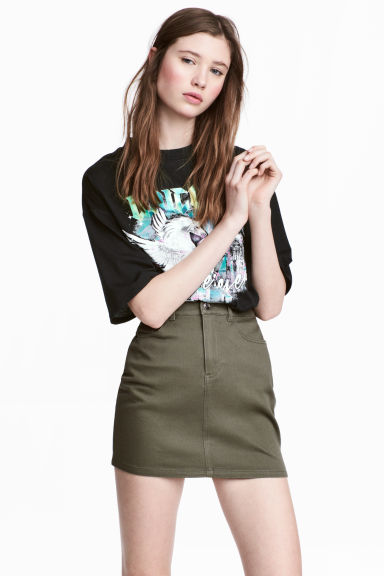Short twill skirt Model