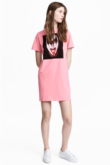 T-shirt dress with a motif - Pink/Kiss - Ladies | H&M CA 1