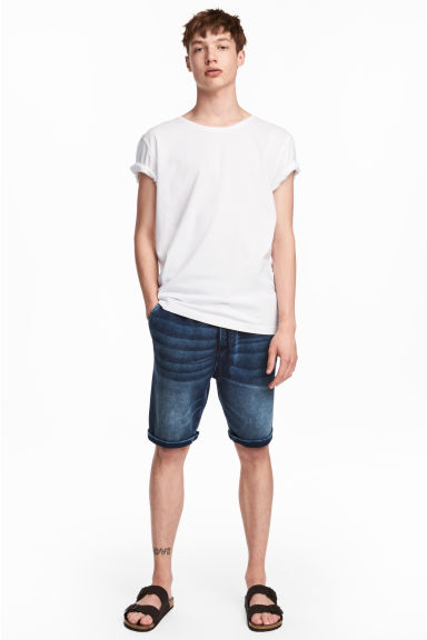 Denim-look sweatshirt shorts - Blue washed out - Men | H&M CN 1