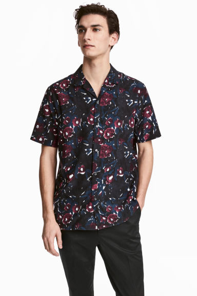 Short-sleeved resort shirt Model