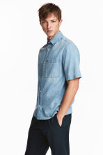 Short-sleeved denim shirt - Light denim blue - Men | H&M CN 1