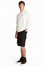 Knee-length cargo shorts - Black - Men | H&M CN 1