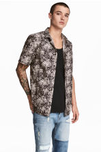 Patterned cotton shirt - Light beige/Leaf - Men | H&M 1