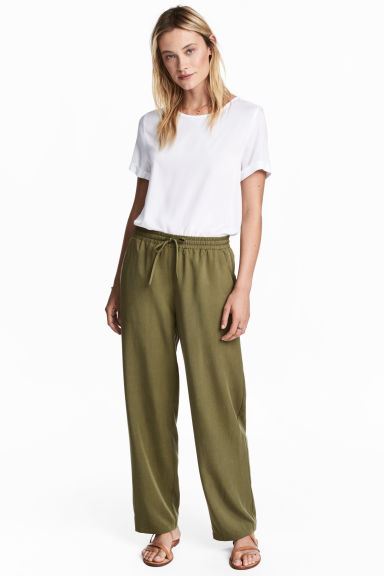 Wide lyocell trousers - Khaki green - Ladies | H&M 1