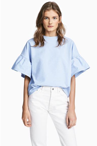Top with flounced sleeves Model