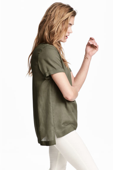 Short-sleeved blouse - Khaki green - Ladies | H&M 1