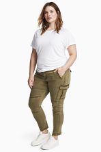 H&M+ Cargo trousers - Khaki green - Ladies | H&M 1