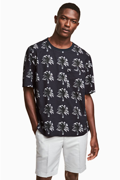 Woven T-shirt - Dark blue/Palms - Men | H&M 1