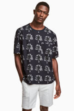 Woven T-shirt - Dark blue/Palms - Men | H&M CN 1