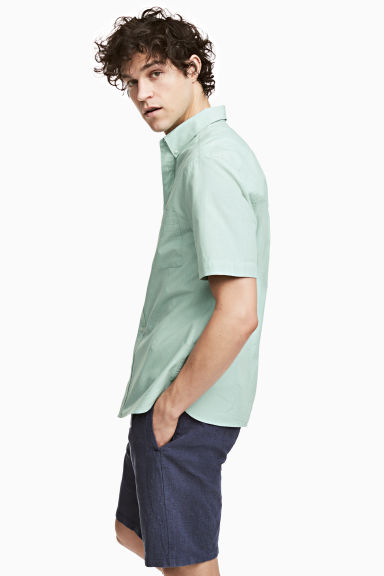 Short-sleeve shirt Regular fit - Dusky green - Men | H&M 1