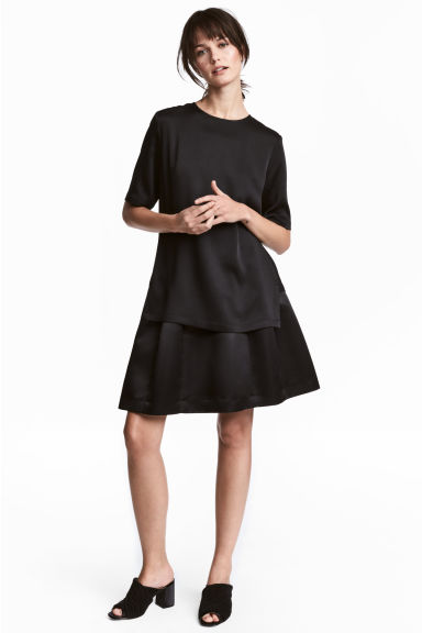 Flared satin skirt - Black - Ladies | H&M 1