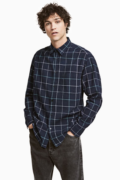 Shirt Relaxed fit - Dark blue/Checked - Men | H&M