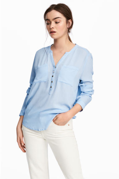 V-neck blouse - Light blue - Ladies | H&M CN 1