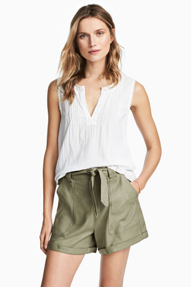 Linen-blend shorts - Khaki green - Ladies | H&M CN 1