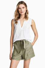 Linen-blend shorts - Khaki green - Ladies | H&M 1
