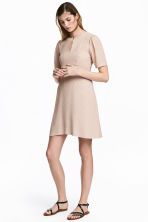 Crêpe dress - Powder/Patterned - Ladies | H&M CN 1