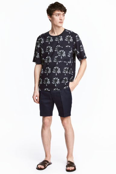 Linen-blend chino shorts - Dark blue - Men | H&M