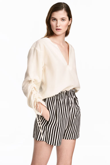Wide shorts - White/Striped -  | H&M 1