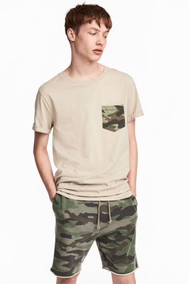 T-shirt with a chest pocket Model