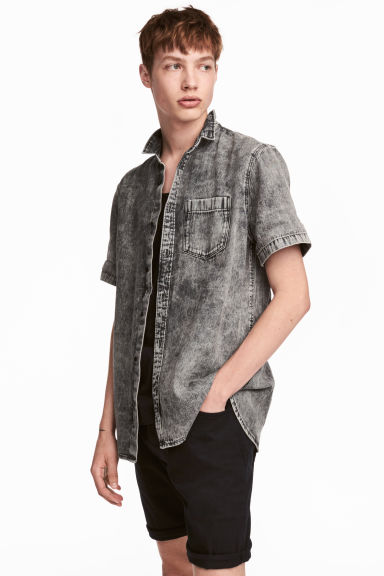 Short-sleeved denim shirt - Dark grey washed out - Men | H&M