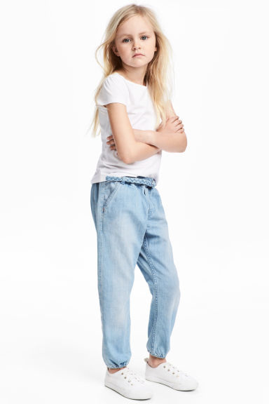 Denim joggers with a belt - Light denim blue - Kids | H&M CN 1