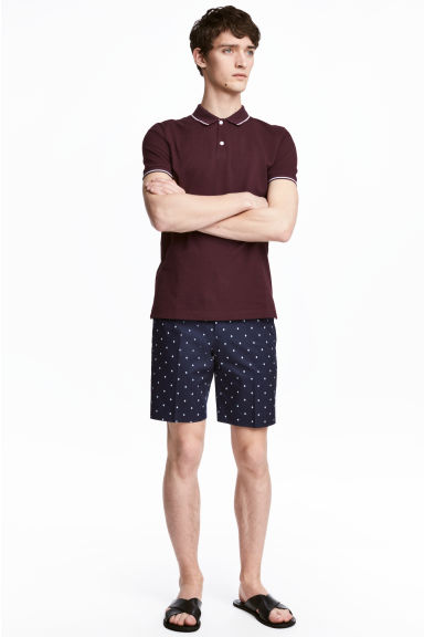 Patterned city shorts Model
