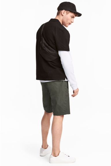 Knee-length poplin shorts - Dark khaki green - Men | H&M CN 1