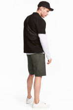 Knee-length poplin shorts - Dark khaki green - Men | H&M 1