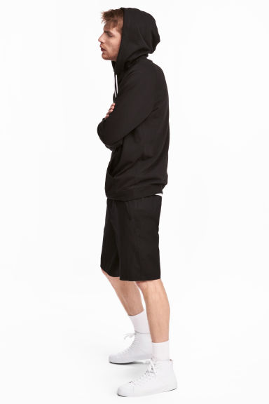 Knee-length poplin shorts Model