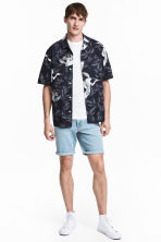 Denim shorts - Light denim blue - Men | H&M CN 1