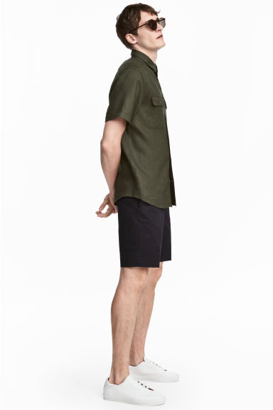 Knee-length shorts Slim fit - Dark blue - Men | H&M 1