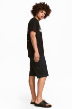Cargo shorts - Black - Men | H&M CN 1