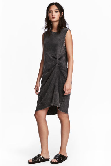 Ärmlös trikåklänning - Svart washed out - Ladies | H&M FI 1