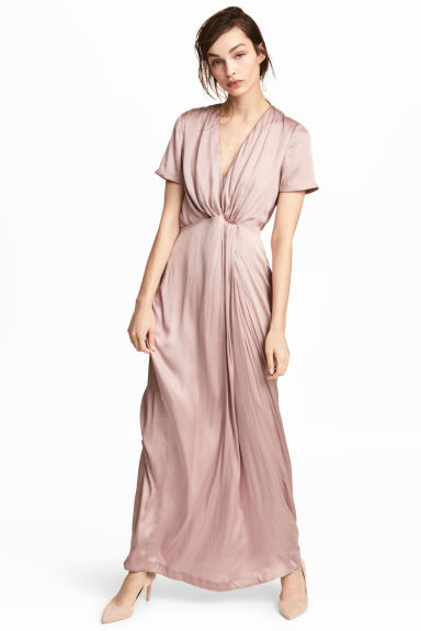 Long satin dress Model