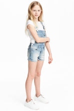 Denim dungaree shorts - Light denim blue - Kids | H&M 1