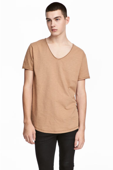V-neck slub-jersey T-shirt - Light camel - Men | H&M