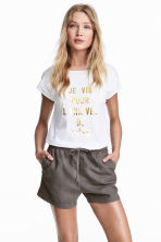 Linen-blend shorts - Dark mole - Ladies | H&M 1