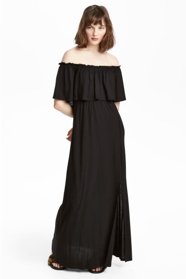 Off-the-shoulder maxi dress Model