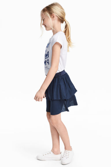 Top and skirt Model