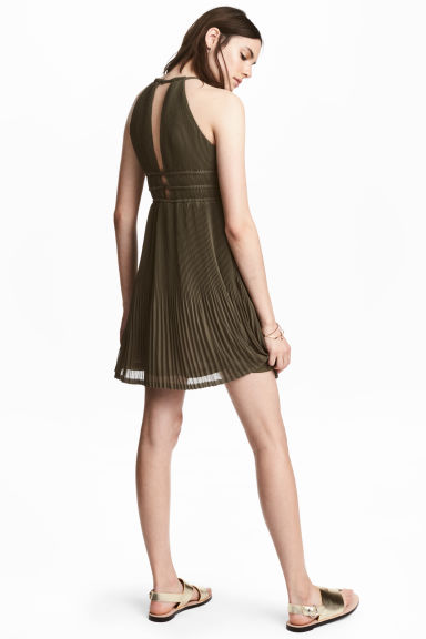 Pleated halterneck dress - Khaki green - Ladies | H&M 1