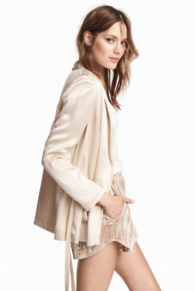Crushed velvet shorts - Beige - Ladies | H&M 1