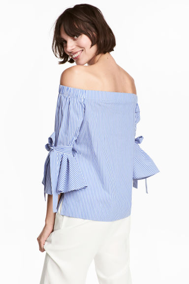 Off-the-shoulder blouse - Blue/Striped - Ladies | H&M CN 1