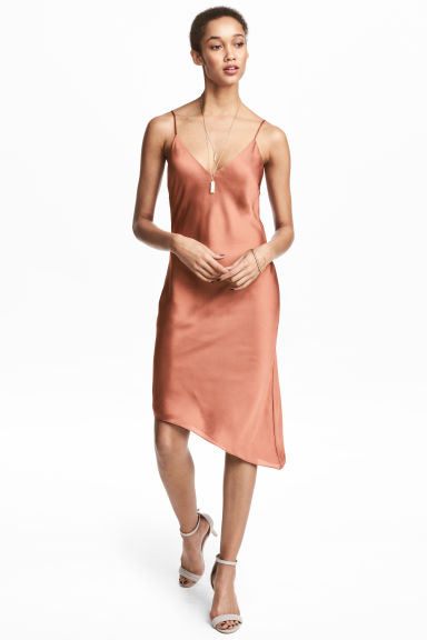 Asymmetric satin dress Model