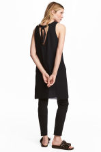 Short satin dress - Black - Ladies | H&M 1